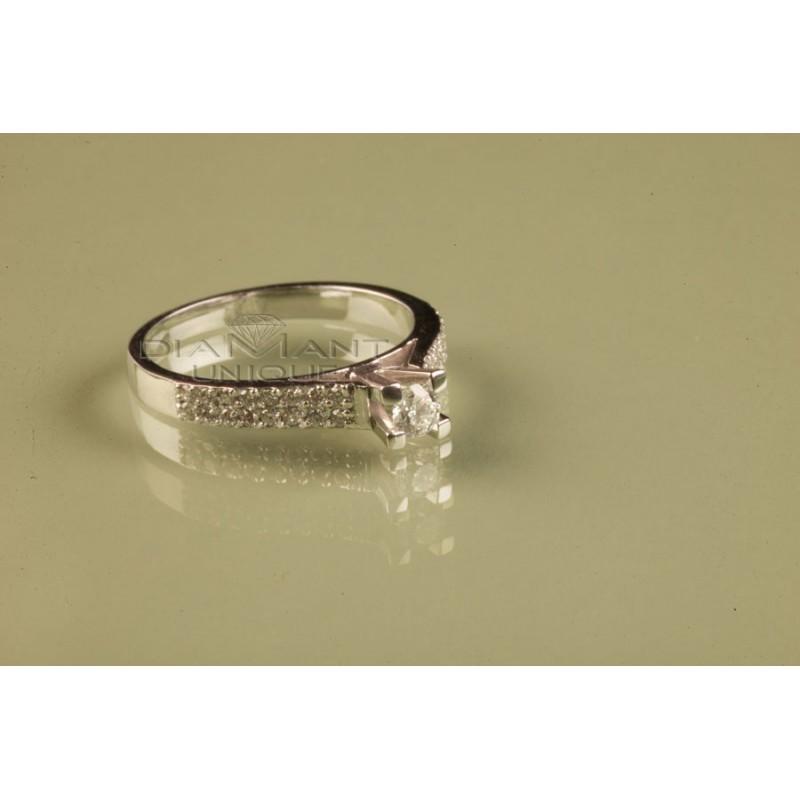 bague mariage solitaire vente des bijoux pour femmes. Black Bedroom Furniture Sets. Home Design Ideas